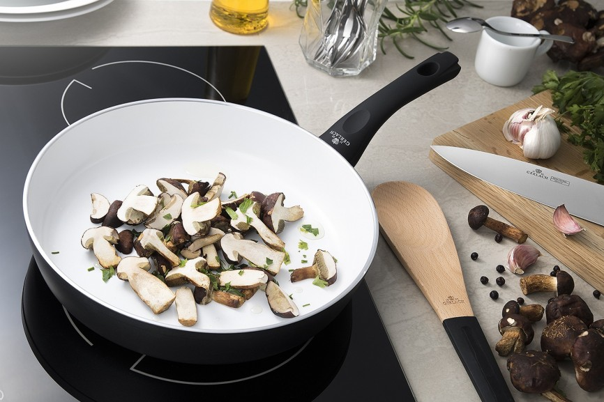 How to clean a burnt ceramic pan easily? | Gerlach Online shop